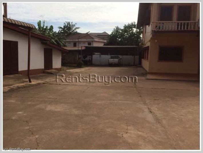 ID: 3851 - The large parking house by pave road with large parking space for rent