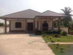 ID: 3051 - Pretty one storey house with a nice court yard for rent